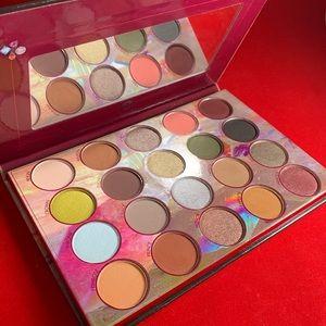 Royal affair eyeshadow palette